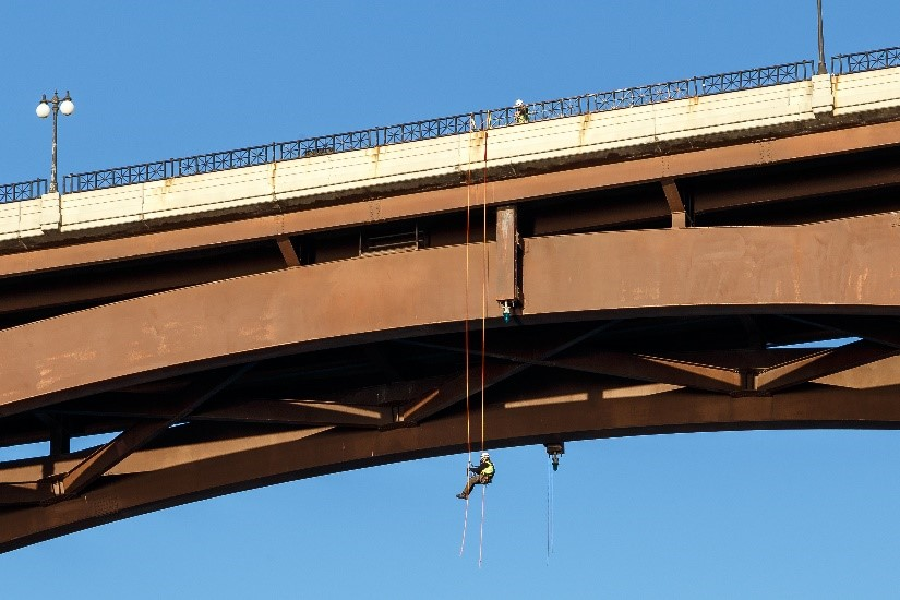 Bridge_inspection_rope_access_MnDOT